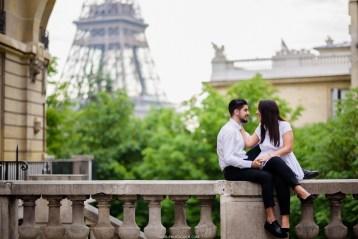 улочка с видом на Эйфелеву башню