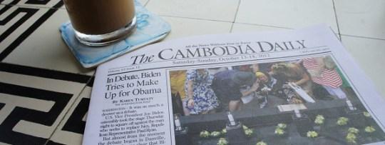 Repas et lecture à la terrasse du FCC (Phnom Penh, Cambodge)