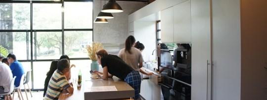 Une cuisine au milieu de la salle de GRUB
