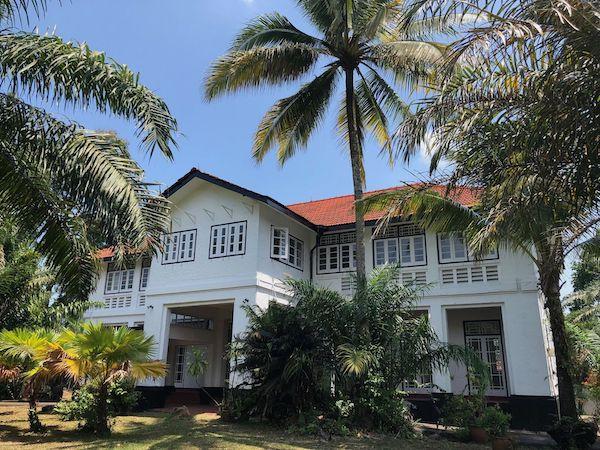 Maison noire et blanche singapour
