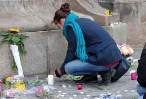 2048x1536-fit_dizaines-anonymes-reunis-place-mairie-rennes-hommage-victimes-attentats-terroristes-paris