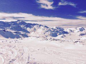 widok na gorskie szczyty