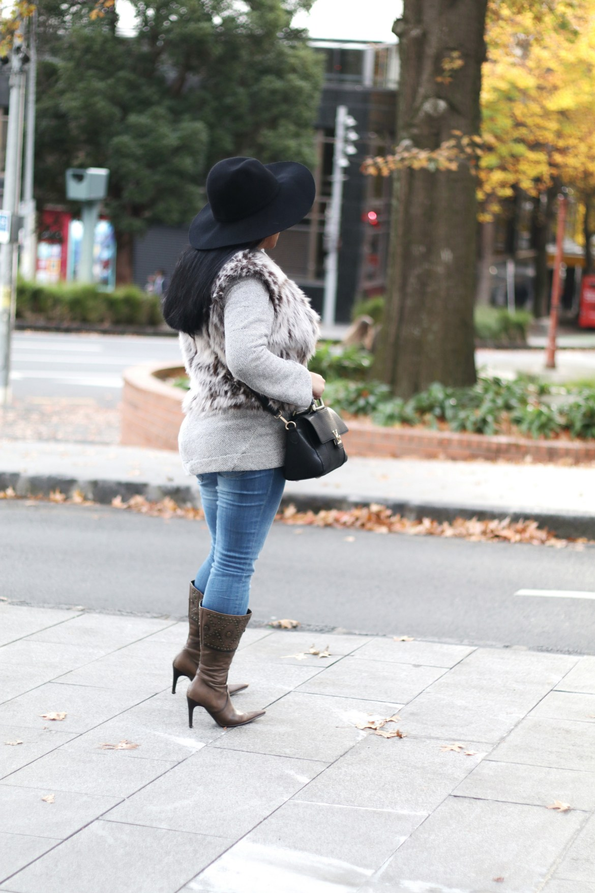 Paris Chic Style How To Wear A Faux Fur Vest Parisian Chic Style Everyday Fashion Streetstyle 11_resize