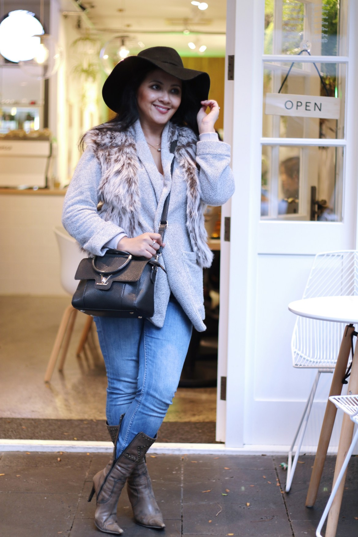 Paris Chic Style How To Wear A Faux Fur Vest Parisian Chic Style Everyday Fashion Streetstyle 15_resize