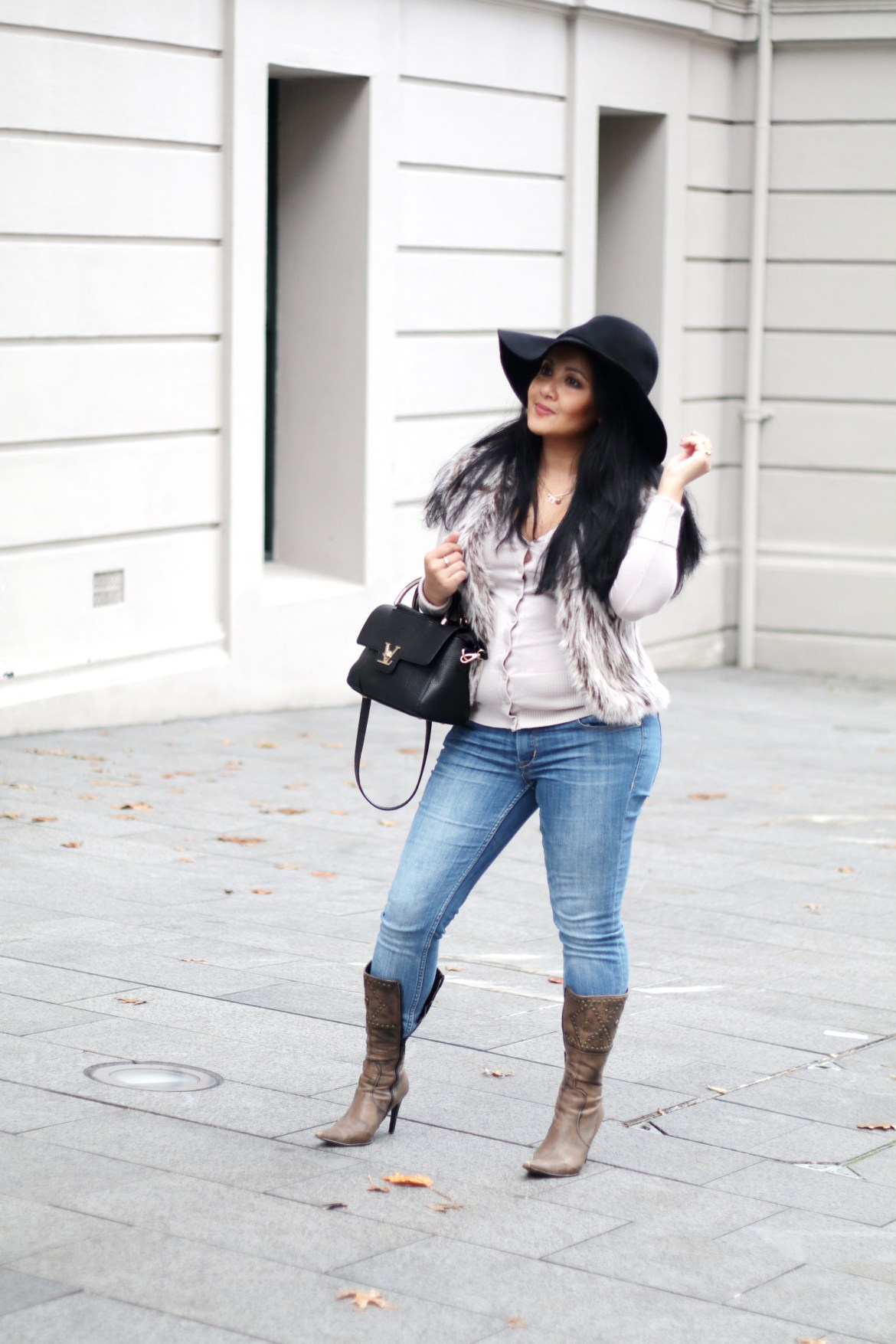 Paris Chic Style How To Wear A Faux Fur Vest Parisian Chic Style Everyday Fashion Streetstyle 2_resize