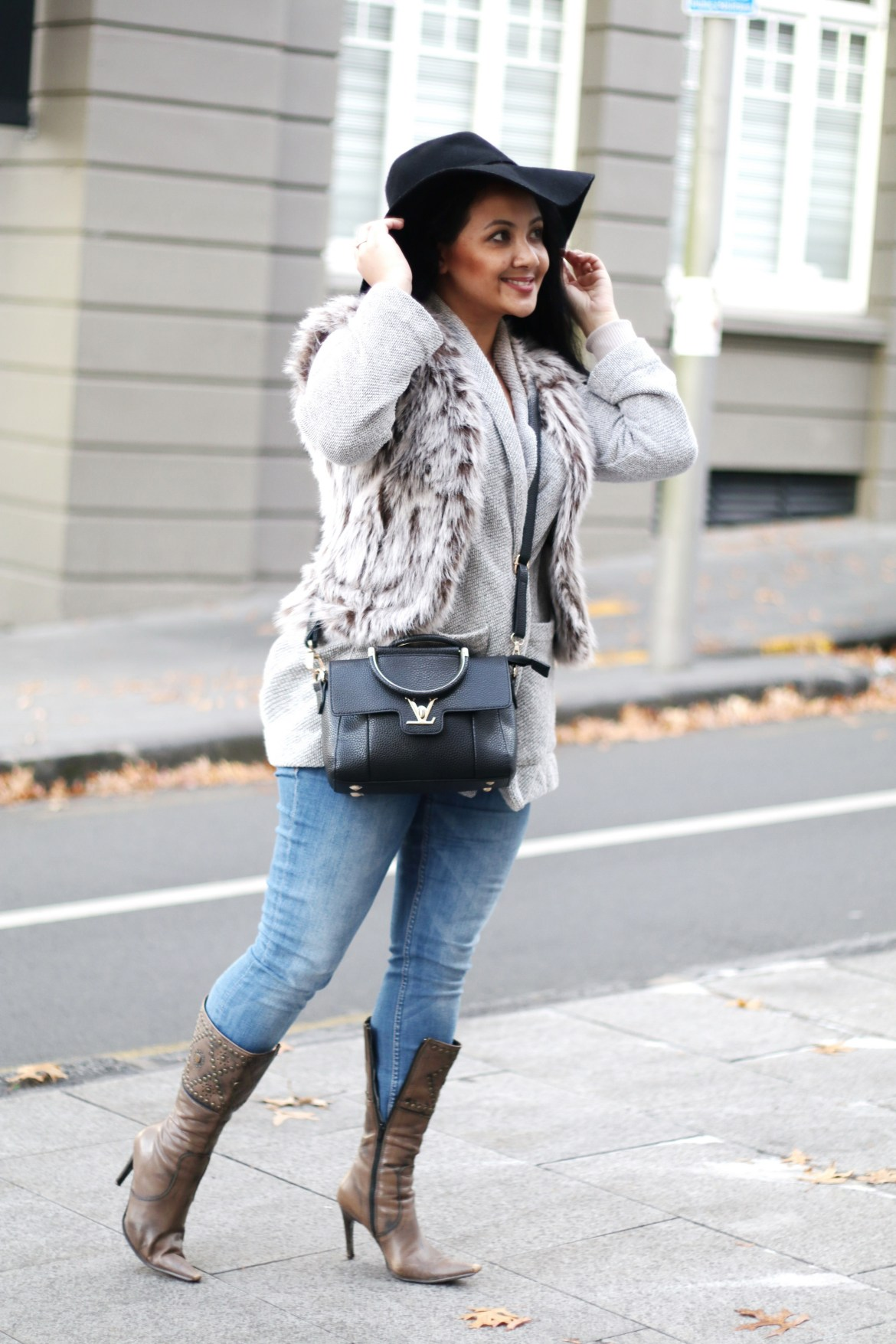 Paris Chic Style How To Wear A Faux Fur Vest Parisian Chic Style Everyday Fashion Streetstyle 6_resize