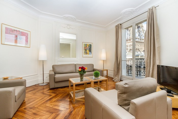 Romantic Airbnb In Paris With Eiffel Tower View Balcony Parisian Street Paris Apartment Paris Chic Style