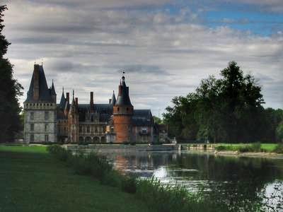 マントノン城の庭園にある小川のほとり