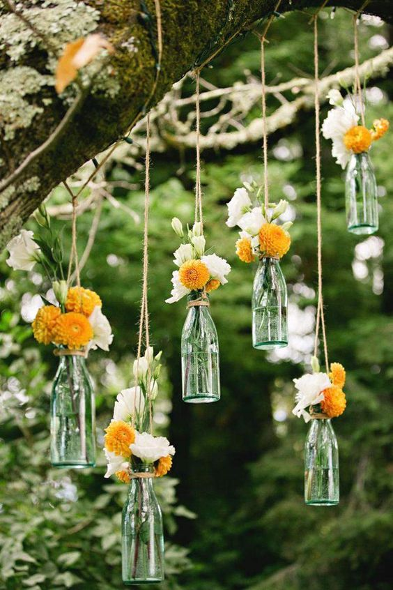 Thème-mariage-champêtre-bouteilles-fleurs