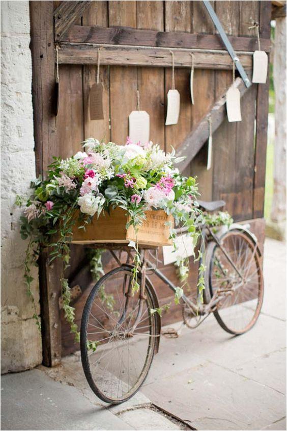 Thème-mariage-champêtre-vélo-fleurs