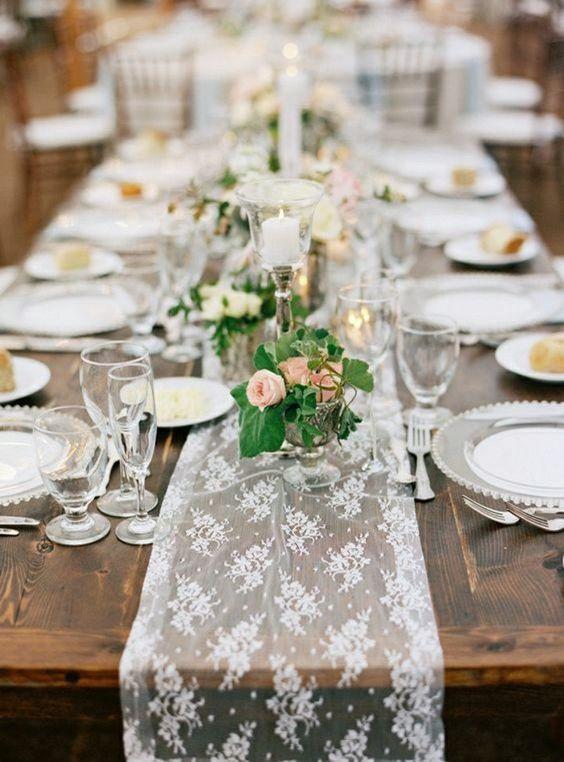 Thème-mariage-vintage-chemin-de-table-dentelle