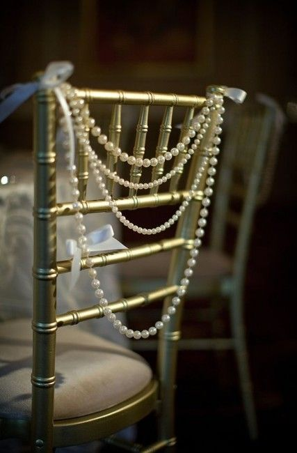 Thème-mariage-années-folles-chaise-perles