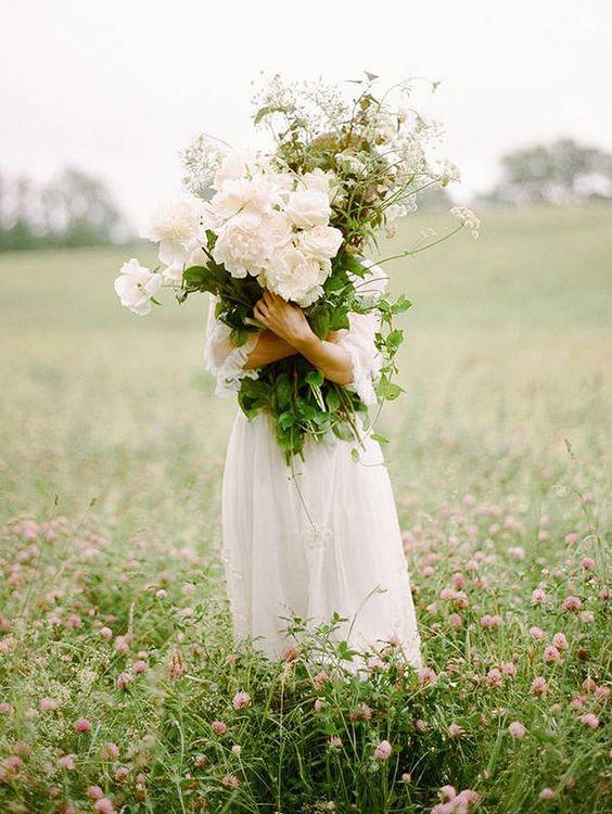Thème-mariage-tout-blanc-mariée-bouquet-fleurs