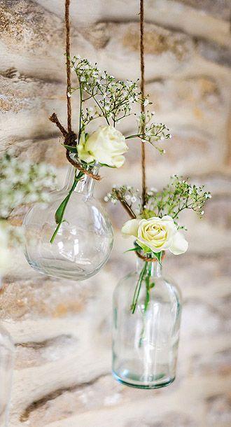 Thème-mariage-tout-blanc-suspensions-fleurs