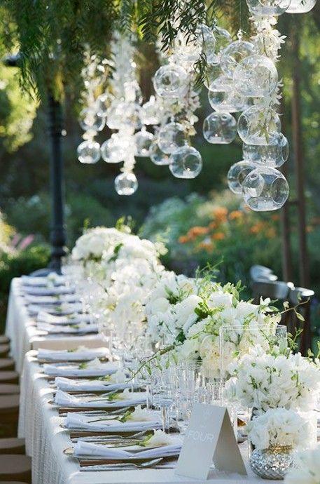 Thème-mariage-tout-blanc-table-extérieur