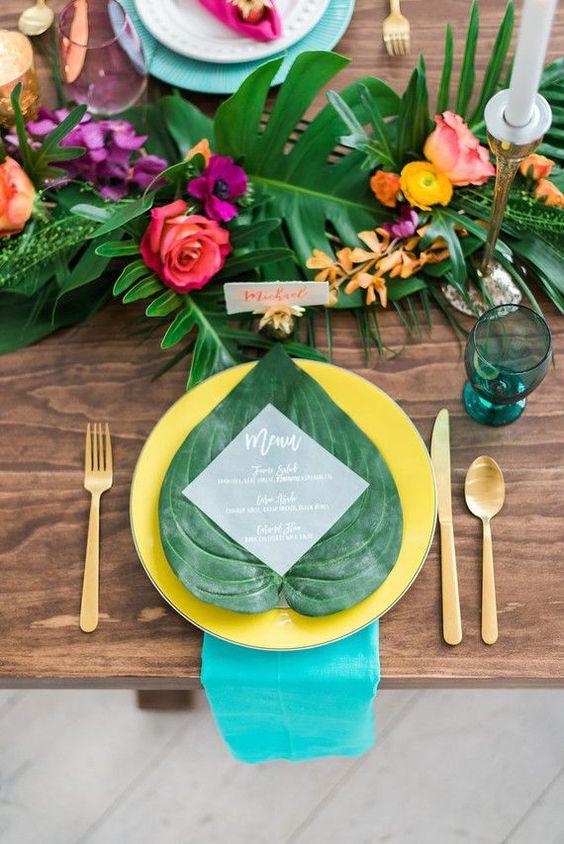 Thème-mariage-tropical-table-feuille-menu