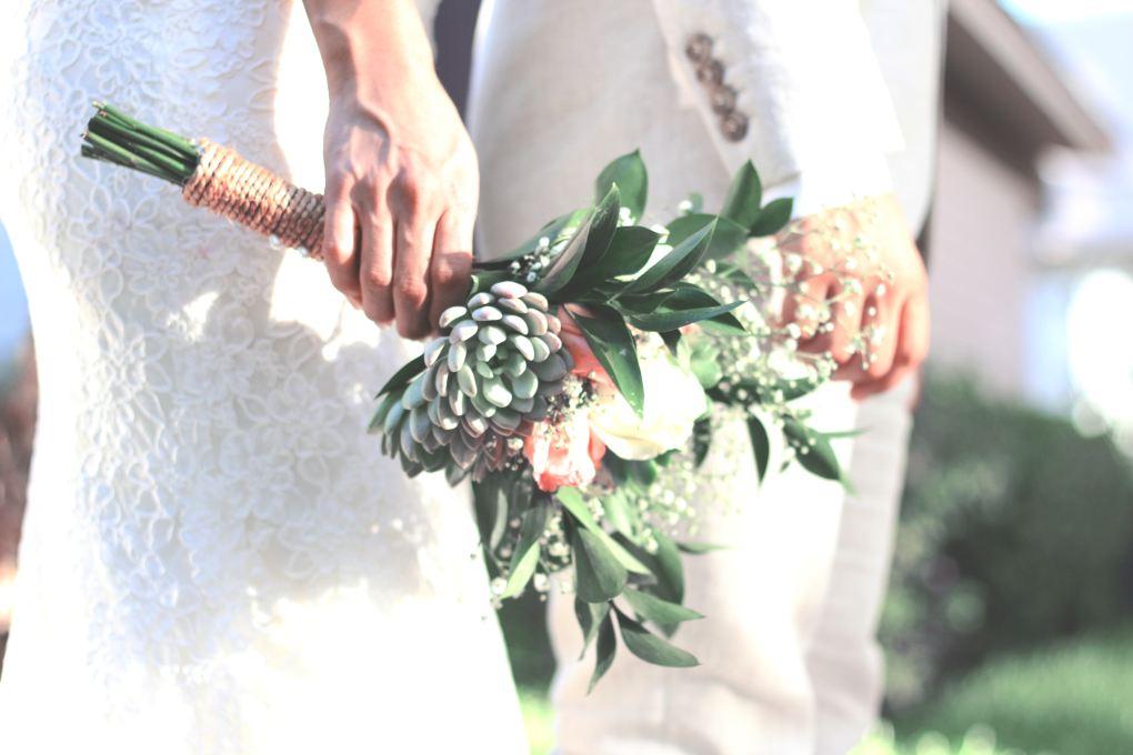 mariée-tenant-son-bouquet