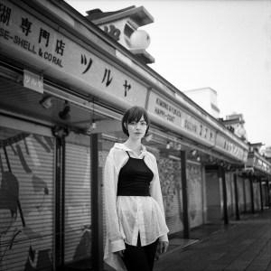 Klara Blanc & Toshio Moo - Couple street style in Asakusa