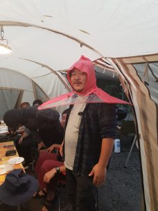who care about rain when you hqve this very fashionable item ?