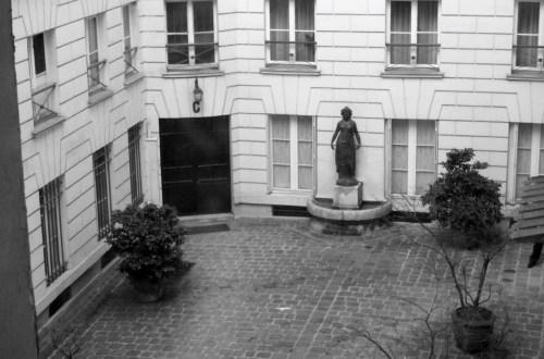 Cour-de-la-rue-Jean-Jaques-Rousseau