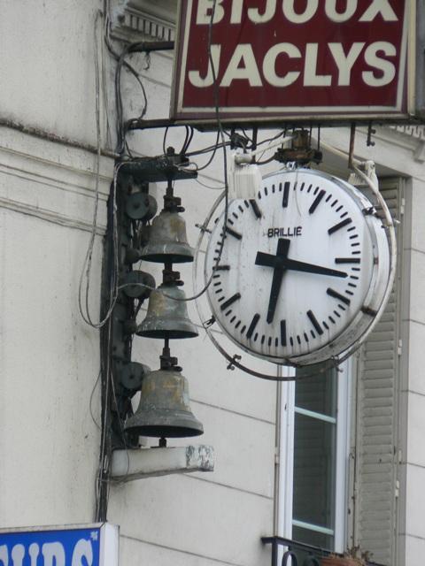 Cloches rue du Faubourg Saint Antoine