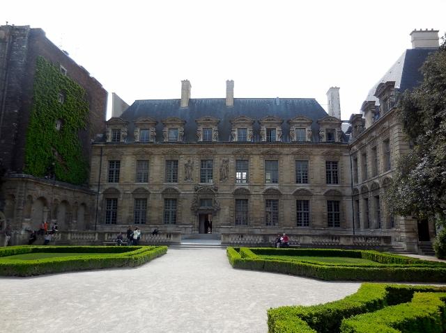 Hôtel de Sully