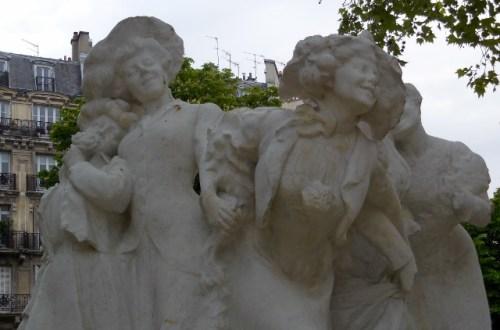 La Sainte Catherine, hommage à L'Ouvrière parisienne dans le Square Montholon