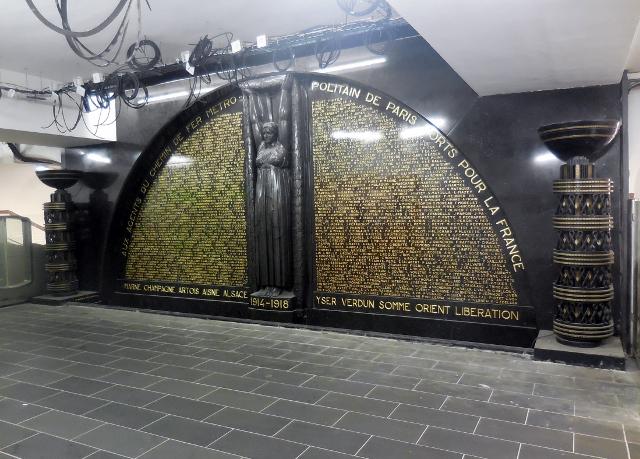 Le monument aux morts du métro Richelieu Drouot