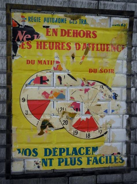 Affiches 1950 dans le métro Station Trinité d'Estiennes d'Orves (11)