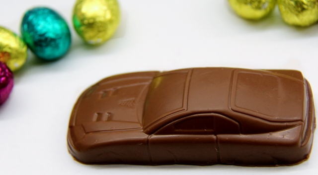 Chasser à Pâques Chasse aus Voitures en chocolat Atelier Renault