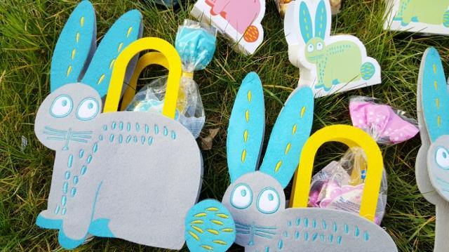 Enfants à Pâques œufs équipement Hema (1)