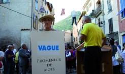 IN SITU L'artiste Jean Mas, le maire Jean-Marie Audoli et la foule