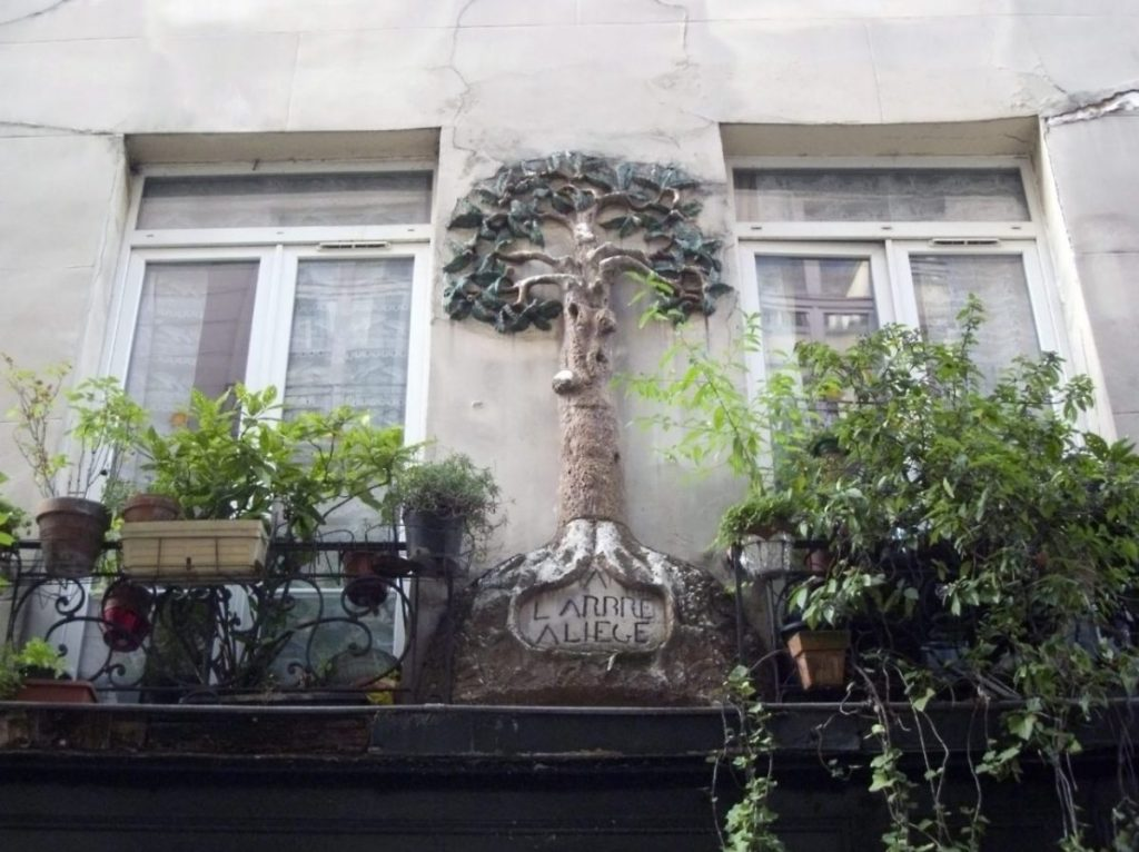 An arresting detail on Rue Tiquetonne in Paris.