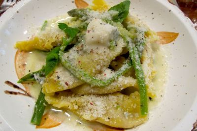 Caramelle pasta with asparagus and walnuts: one of many delicious homemade dishes at Come a Casa. Image: ©Courtney Traub