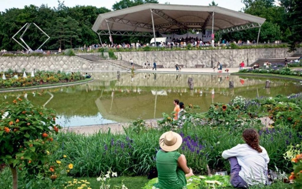 "Jazz concerts at the Parc Floral de Vincennes: an idyllic way to enjoy green spaces, open air and music. Image: <a href= ""https://www.parisjazzclub.net/en/640/club/parc-floral-de-paris"">Parisjazzclub.net</a>"