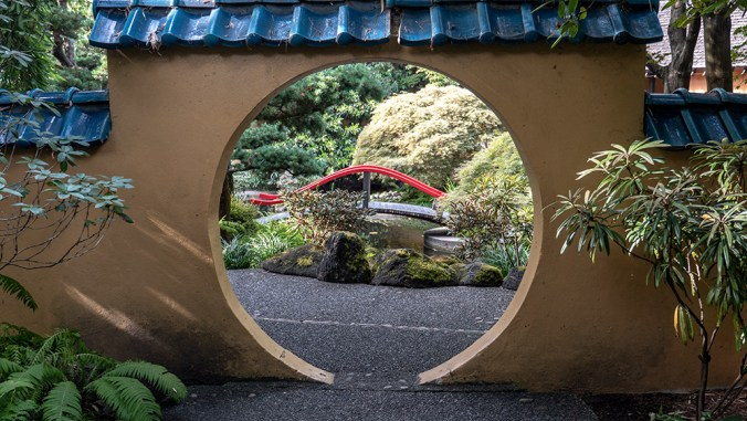 P1540731_asian_garden_entrance_1000