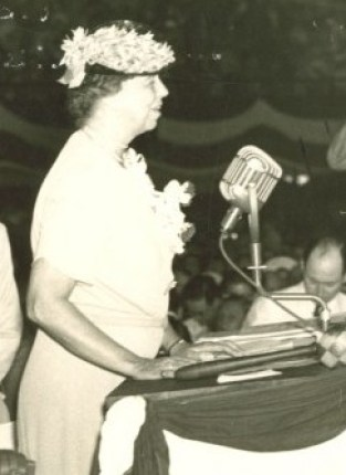 eleanor-roosevelt-became-the-first-first-lady-to-address-a-convention-nominating-her-husband-e1346758208386