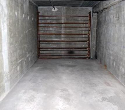 La construction en parpaing traditionnel est solide pour des garages