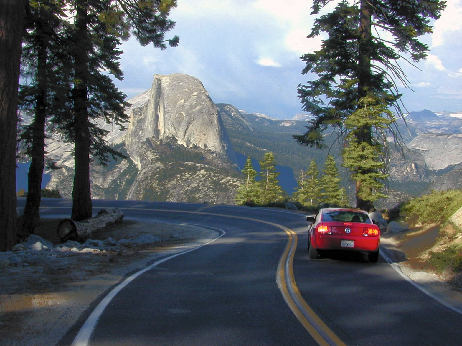 Photo of the road to Glacier Point