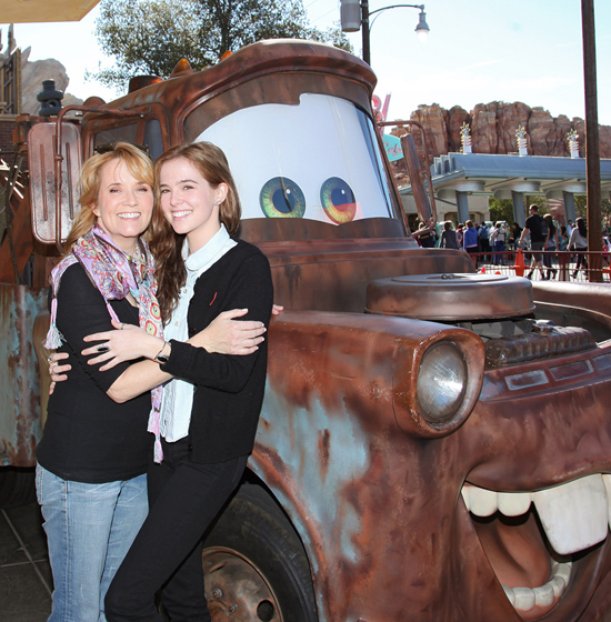 Lea and her daughter, Zoey Deutch pose with Mater