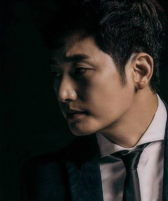 Park Sihoo on cover of K-Wave