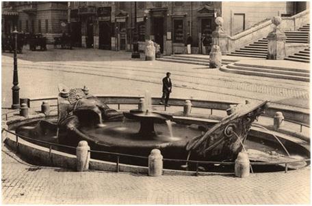 乔凡尼•洛伦佐•贝尼尼(Gian Lorenzo Bernini),《罗马破船喷泉》(Fontana della Barcaccia).约1623年,大理石,西班牙广场,罗马,意大利。