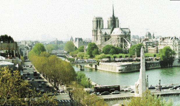 NOTRE-DAME-DE-PARIS-5