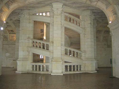 Leonardo-Da-Vinci-Chambord-staircase-2