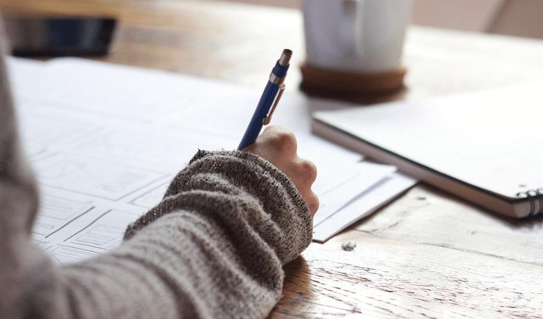 Editör kalem masa kağıt