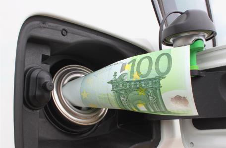 Benzina: ecco le stangate dei governi degli inciuci