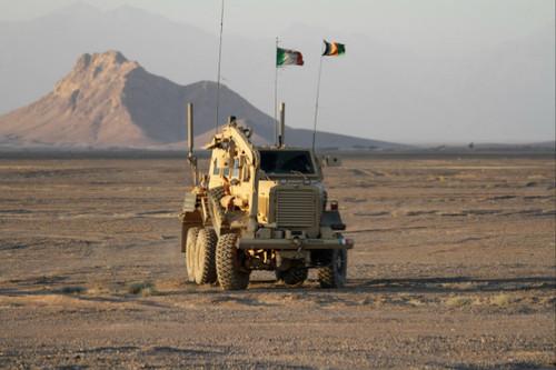 L'Afghanistan non ci vuole: Renzi e Pinotti toglietevi l'elmetto!