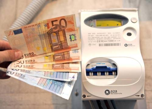 Energia: il Governo impedisce risparmi in bolletta di oltre 200 euro a utente