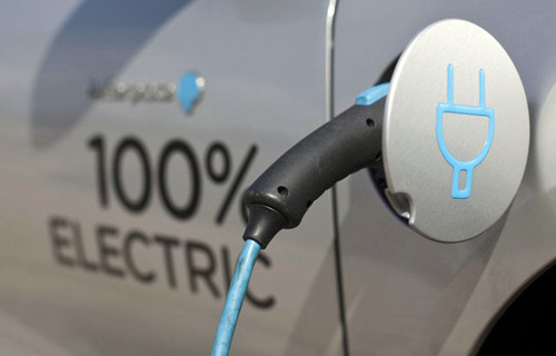 Smog: chi sta bocciando l'auto elettrica? Il governo!
