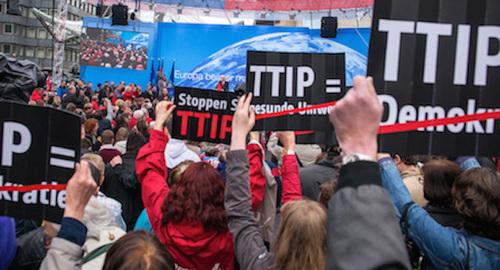 #stopTTIP: il trattato transatlantico sarà l'iceberg del Titanic Europa
